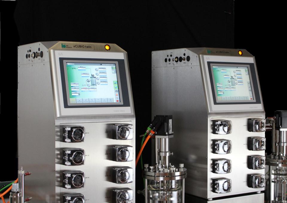 xCUBIO twin bioreactors with autoclavable vessels